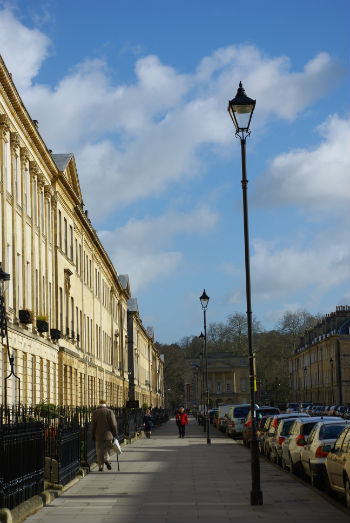 Bath lamp post